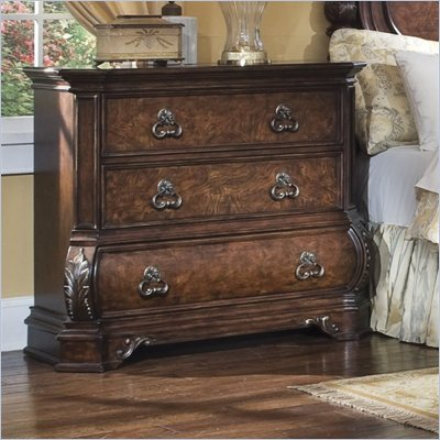 Pulaski Wellington Manor 3 Drawer Bachelor's Chest in Cherry