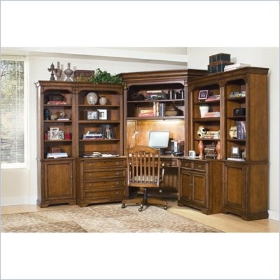 Hooker Furniture Brookhaven Corner Hutch  in Clear Cherry