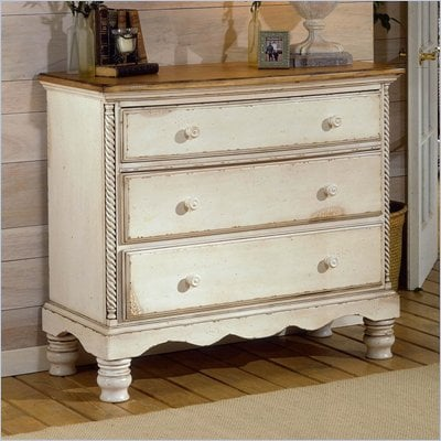 Hillsdale House Wilshire 3 Drawer Bachelor's Chest in Antique White Finish