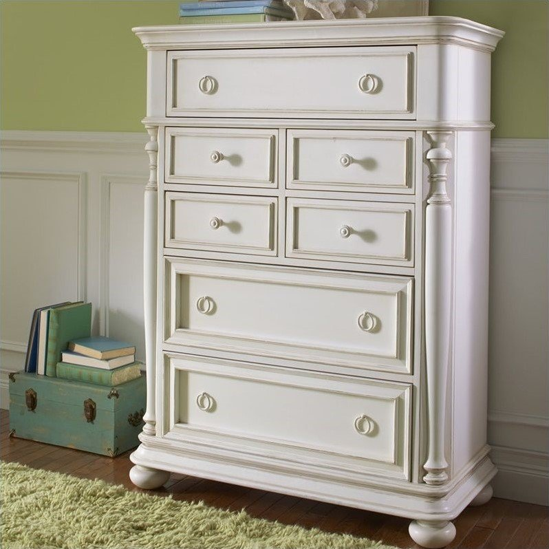Riverside Furniture Placid Cove 7 Drawer Chest in Honeysuckle White