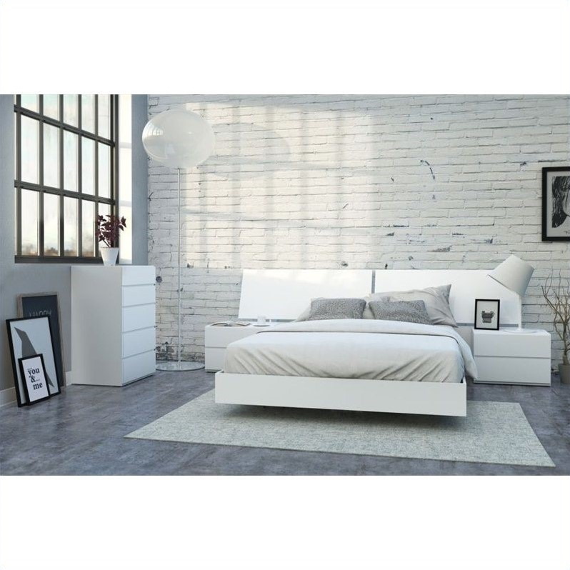 Nexera District 5 Piece Queen Bedroom Set In White Lacquer And Melamine  With 5 Drawer Chest