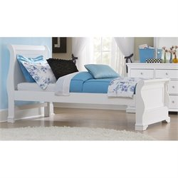 NE Kids Walnut Street Riley Sleigh Bed