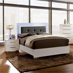 Rayland 2 Piece Bedroom Set in White