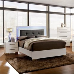Rayland 3 Piece Bedroom Set in White