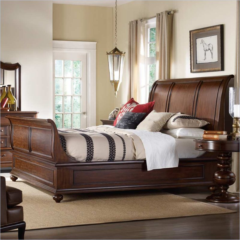 Hooker furniture lassiter sleigh king bed in rich warm for Sofas tapizados clasicos