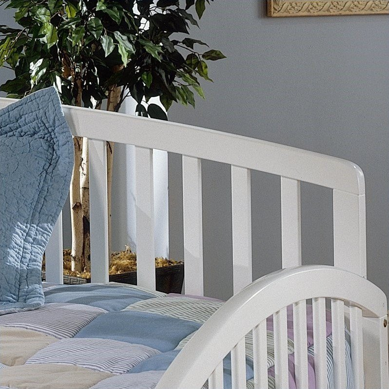 Hillsdale Carolina Solid Pine Wood Daybed in White Finish